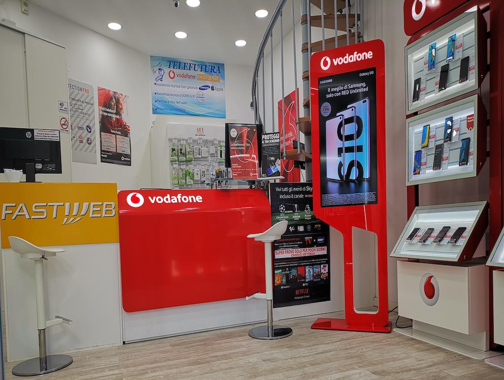 Negozio di telefonia e riparazioni a Ostiense